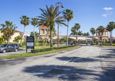 Vero Beach Outlet Center / Vero Beach / FL